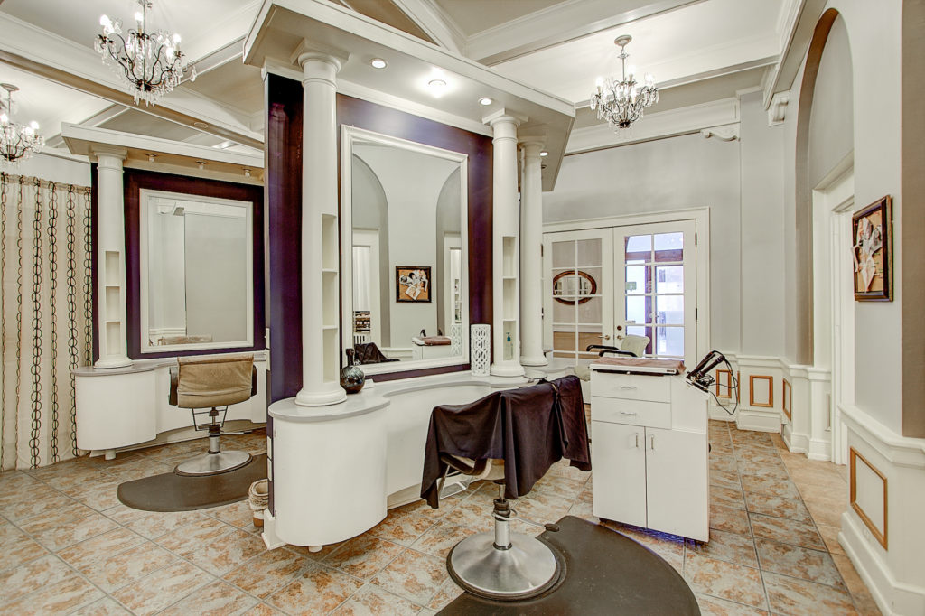 Inside view of Knick Salon & Spa
